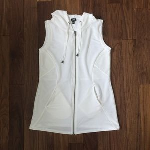 Cable & Gauge Ivory Workout Vest